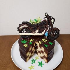 チョコレートケーキ/birthdayケーキ/料理/ハンドメイド バイクとチョコが好きな息子のバースデーケ…