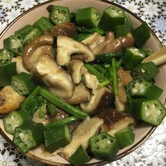 フード 晩御飯のおかず。 椎茸とほうれん草をニン…(1枚目)