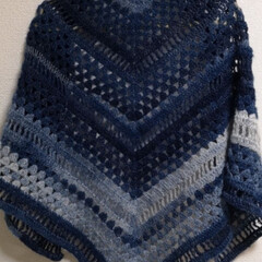ダイソー/100均/ミストヤーン/三角ショール/かぎ針編み ダイソーのミストヤーンで編んでみたかった…