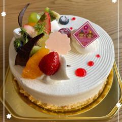 シュクレ/ありがたく美味しくいただきました/ホールケーキ/母がケーキを買ってくれた/明日は誕生日/ひな祭り 今日は楽しいひなまつり〜♪☆  明日は私…