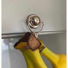 セリアは小さすぎ/目からウロコ/バナナスタンドだと場所をとる/省スペース/レンジフード/コメリホームセンター/... バナナの保存方法☆  LIMIAで知った…