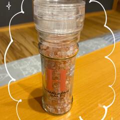 コショウについてはまた/料理が美味しい気がする/旨味もアップ/ピンクソルト/余計にフリフリしたくなる/ついに買った/... ミル付きソルト☆  今まで塩&コショウ1…