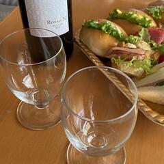 イタリア赤ワイン/サンドイッチ/メリークリスマス/お昼から/旦那が今日はお休み/ワインで乾杯 ワインで乾杯☆  旦那が今日はお休み♪ …(1枚目)