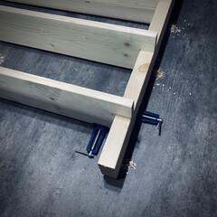 収納棚DIY/ワンバイフォーDIY/棚DIY 作成中🙌 ディアウォールで棚作成‼️(3枚目)