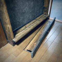 隙間スペース/ターナー色彩/壁紙/壁紙屋本舗/コンクリート風/引き出しDIY/... ディアウォールで収納棚‼️  下の隙間ス…