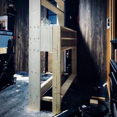 1×6材/1発4材/収納便利/途中経過/作成中/棚作成/... 1×4と1×6で棚作成 途中経過😊 立て…