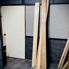 襖/壁紙/壁紙屋本舗/襖張り替え/コンクリート風壁紙/貼り替え 上の襖に続き 下の押入れの襖も貼り替え‼…(1枚目)