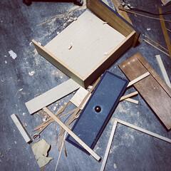 解体中/引き出しDIY/引き出し/引き出しリメイク 以前に棚を解体して 残っていた引き出しも…