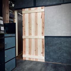 引き戸/扉作成/板材/コーナン/引き戸作成中/襖取り替え/... 途中経過🙋♂️ 襖の代わりに板材で引き…