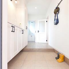 LIXIL/リクシル/玄関スペース/玄関ホール/玄関インテリア/明るい玄関/... ♪玄関スペースの施工事例♪⠀ 白をベース…