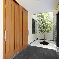 LIXIL/LIXILの玄関/リクシル/リクシル引戸/リクシルの引戸/玄関引き戸/... ♪玄関の施工事例♪⠀ 和モダンの玄関です…