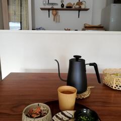 朝ごはん/お茶漬け/電気ケトル/山善/うつわ/キッチン収納/... 今日の朝ごはん🍚 めざしと焼き鮭が残りお…