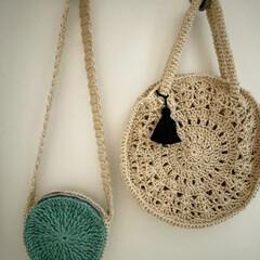 ポシェット/編み物/手作りバッグ/ハンドメイド/手作り/ハンドメイド作品/... ハンドメイド作品です。 右は私のサークル…(1枚目)