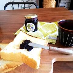 ジャム/おやつ/食パン/キッチン雑貨/住まい 今日のおやつ。 近くの食パン屋さんで1.…