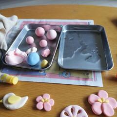 ハンドメイド/軽量粘土/樹脂粘土/ひな祭り/ピンク/キャンドゥ/... ひな祭り用のガーランド作成中です。 ちょ…