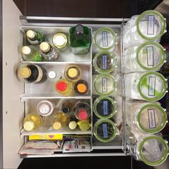 シンデレラフィット/キッチン収納/調味料収納/フレッシュロック/カインズ/スキット/... キッチン下の、調味料収納。 左BOXの収…