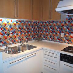 キッチン/モザイクタイル 色鮮やかなモザイクタイルでオリエンタル調…