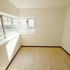 コーナー窓 コーナー窓の明るさ抜群の洋室。