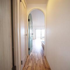 廊下/アーチドア 廊下からアーチドアを開けると開放的なLD…