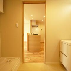 家事動線/洗面室/キッチン キッチンと洗面室が隣接したレイアウトで、…