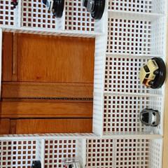 ダイソーのラック4個、細い結束バン.../生活の知恵/収納/雑貨/インテリア/100均/... 小さい飾りを入れて見ました。ハンドメイド…(4枚目)