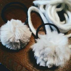 子ども/ぽんぽん/シュシュ/ヘアゴム/毛糸/手芸/... 余り毛糸でヘアゴムを数種類作りました。ダ…