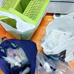 ストック/ファイルケース/つっぱり棒/洗面所収納/キャンドゥ/ダイソー/... 洗剤などを詰め替える度にストック探すのイ…(3枚目)