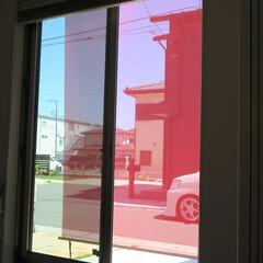 ロールスクリーン/洋風スダレ/日よけ/省エネ/エクステリア/ソヨカ 外付ロールスクリーン「ソヨカ」を室内から…