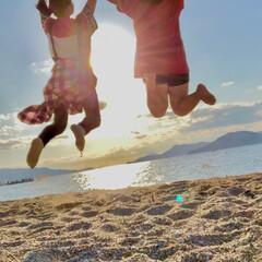 海辺/夕日/姉妹/女の子/ジャンプ/砂浜/... 家族で遅めの夏 ビーチでジャンプ