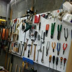 作業場/日曜大工/DIY 壁に板打ち付け 使い易いように整理整頓。