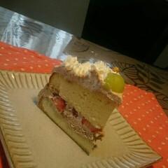 🍜どれ食べる?/美味しいケーキ/ケーキ断面/スポンジケーキ/子供達とコナン再放送見てる/今日は休み/... おはようございます☺  昨日の   「幸…