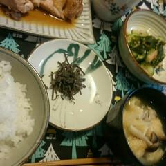 お気に入り/家の形の鍋蓋置き🏠/胡麻酢和え/鶏の照り焼き/夕ごはん/赤いキッチン/... こんばんは🎵  赤いキッチンより 今日の…