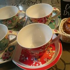 カップ/ソーサー/コーヒーカップ/お気にいり/四つ葉 少し懐かしいお花模様のカップ&ソーサー。…