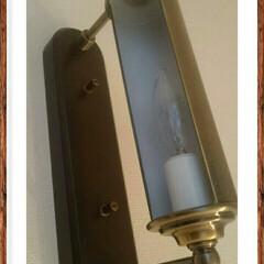 絵を飾る/アンティーク調ライト/階段/階段照明 こんにちは🎵おかげさまで今日も無事にお仕…