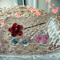 レジンで作る夏アクセサリーの作り方/お花のピン留め/ガラスハート❤ピアス 出来たー 内職していたパーツをやっと仕上…