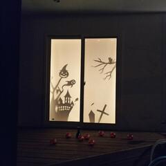 ハロウィンディスプレイ 黒い画用紙で作成して、ロールスクリーンに…