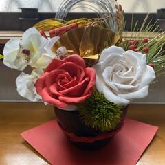 樹脂粘土/玄関飾り/ハンドメイド お正月の玄関飾り完成‼️ 樹脂粘土で薔薇…(1枚目)