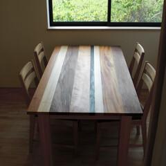 ダイニングテーブル/ダイニング/4人掛け/木の組み合わせ/二枚接ぎ/オイル塗装 いくつかの木の種類を貼りあわせて作られた…