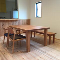 ダイニングテーブル/ダイニング/4人掛け/ブラックチェリー材/二枚接ぎ/オイル塗装 杢のきれいなチェリー材を共木2枚でつなぎ…