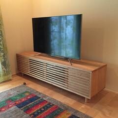 リビングルーム/テレビ/テレビボード/オーダー/タモ/スリット/... 収納するものに重点を置いて作られたTVボ…