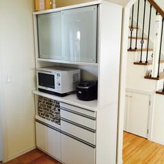 食器棚/リメイク/DIY/ホワイトインテリア ニトリで買った食器棚。 白でシンプルな食…(1枚目)