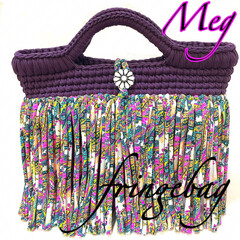 編み物大好き/かぎ針編み小物/かぎ針編み/フォロー大歓迎/LIMIAファンクラブ/LIMIA手作りし隊/... 紫のバイカラーバッグにフリンジを付けまし…(1枚目)
