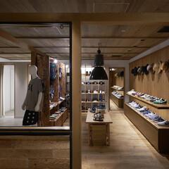 木/モルタル 空間は倉庫をイメージして構成。男性的な力…