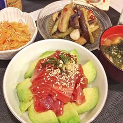イッタラ カステヘルミ プレート17cm | イッタラ(皿)を使ったクチコミ「めちゃ簡単で大好きな、アボカドマグロ丼🥑🐟」