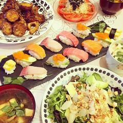 サラダ/新年会/夜ごはん/家飲み/おもてなし/パーティー/... 我が家で開催した新年会で、初めてお寿司を…
