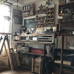 DIY/ほぼ100均/作業スペース/早起き/片付け下手 明け方の作業場です。睡いですねぇ。(¦3…