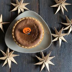 ハンドメイド/星/ハロウィン/朝食/チーズタルト/100均deハロウィン おはようございます。 今日は非常に寒いと…