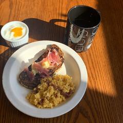 卵料理/食器/ドライフルーツ/朝ごはんレシピ/週末レシピ/朝活/... 週末のゆっくり過ごす朝時間が大好き🐿 .…