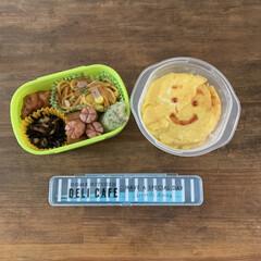 ランチ/lunch/息子弁当/弁当/暮らし いつかの息子弁当。 オムライスすこし破れ…