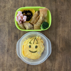 押すだけ ハムカッター ロースハム用(弁当箱)を使ったクチコミ「息子弁当。小学校で給食始まるまではお弁当…」